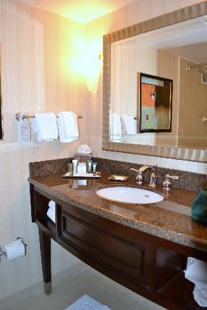 Hilton Newark Penn Station: Bathroom