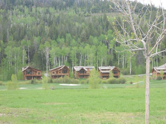 Teton Springs Lodge and Spa: Cabins on the property - we stayed in the lodge, but these were available for rent as well