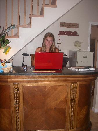 Wimberley Inn: check in desk