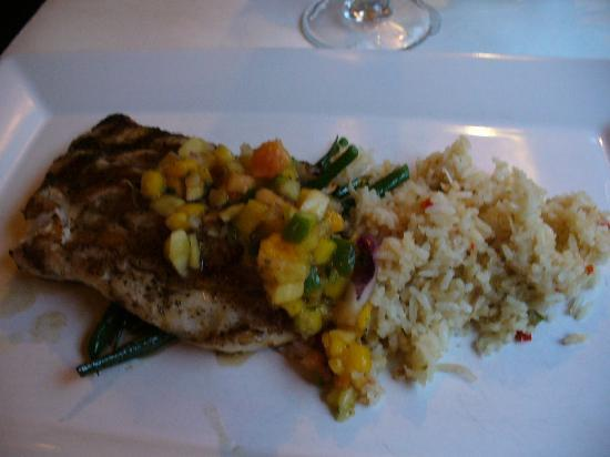 Island Grill : grilled grouper with fruit salsa