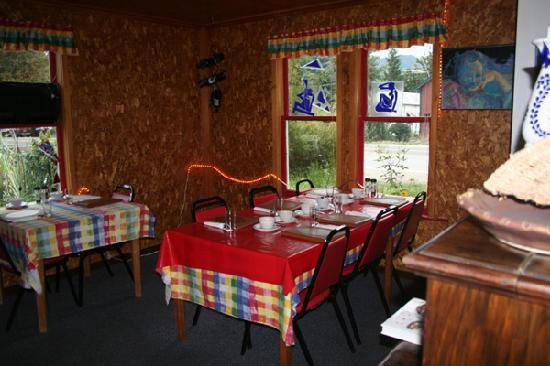 Squeeze Inn: dining areas and out side seating