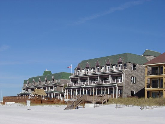 ‪‪Henderson Park Inn‬: View of the Inn from the beach‬