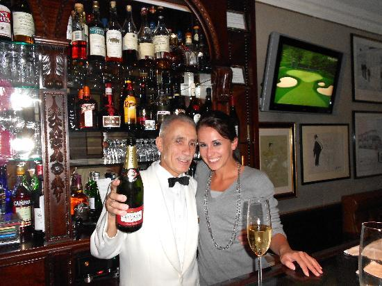 Egerton House Hotel: Me and Antonio at the bar!