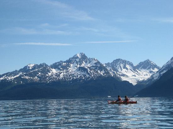 Alaska Creekside Cabins: kayaking Resurrection Bay
