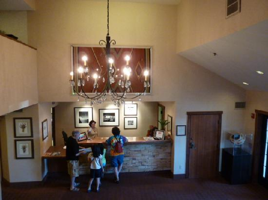 Inn At Santa Fe: Check in desk