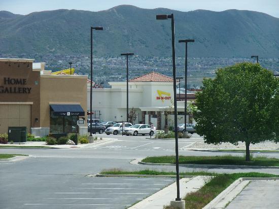 Fairfield Inn Salt Lake City Draper: fast food steps away