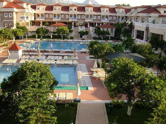 Garden Resort Bergamot Hotel: over looking the pool area