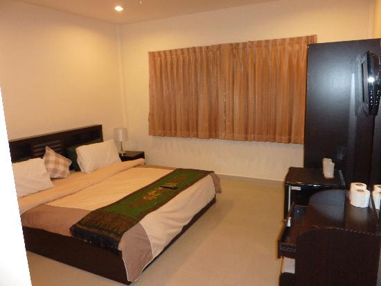 The Lincoln, Pattaya : Smaller of the rooms on offer