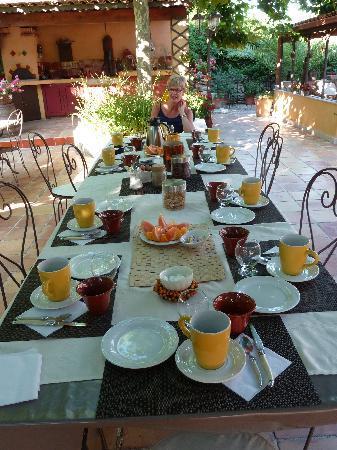 La Bastidaine: petit dejeuner