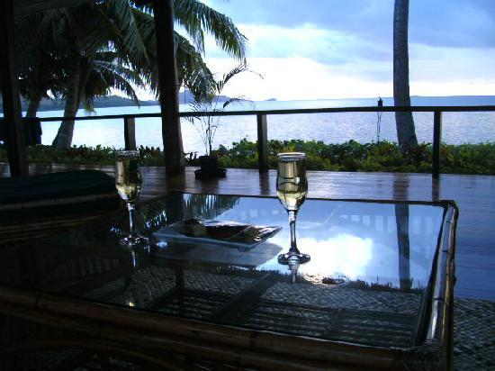 Nukubati Private Island : Champagne and canapes