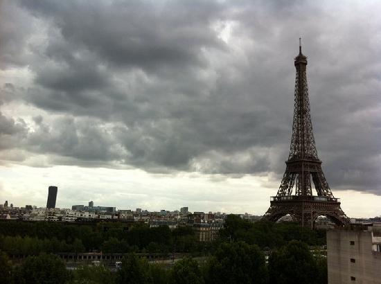 Shangri-La Hotel Paris : View from terrace of room 62