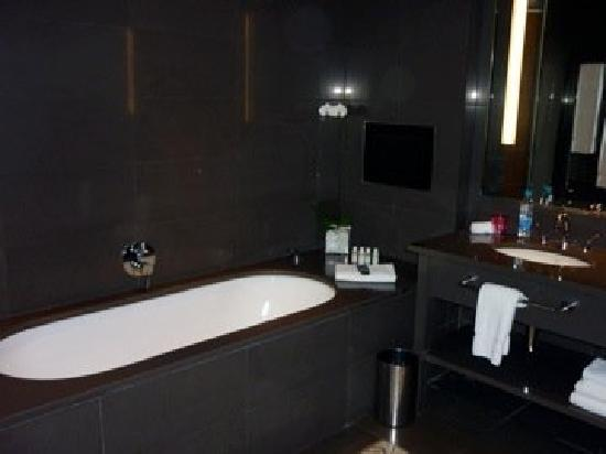 Le Gray Beirut: the tub - very comfy