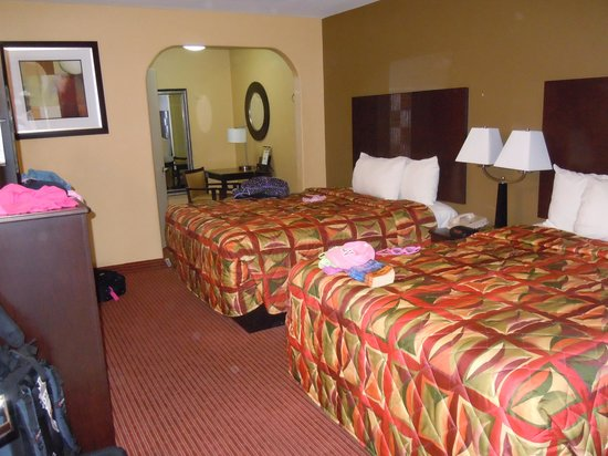 Super 8 Phoenix Downtown: Our room