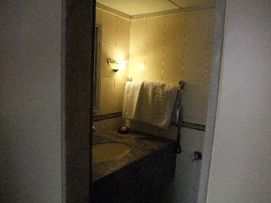 Midland Hotel: bathroom