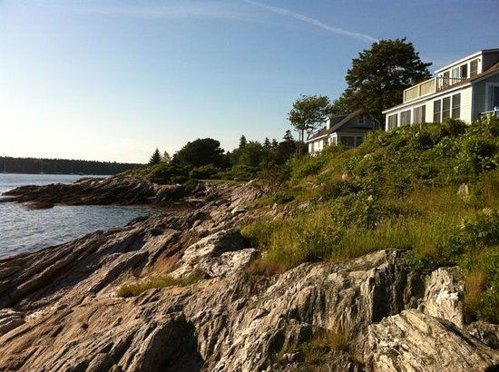 Rock Gardens Inn: Trail's End Cottage overlooking the ocean
