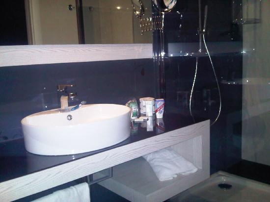 S Hotel: Bagno