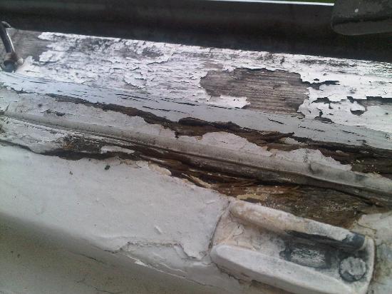 The Northumberland Hotel: The cracked windowsill