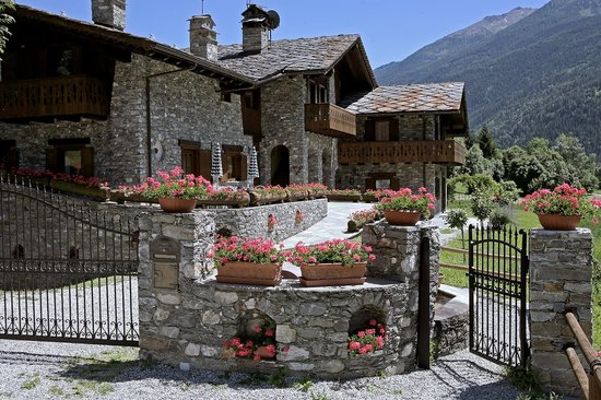 La Salle, Italy: Esterno della struttura