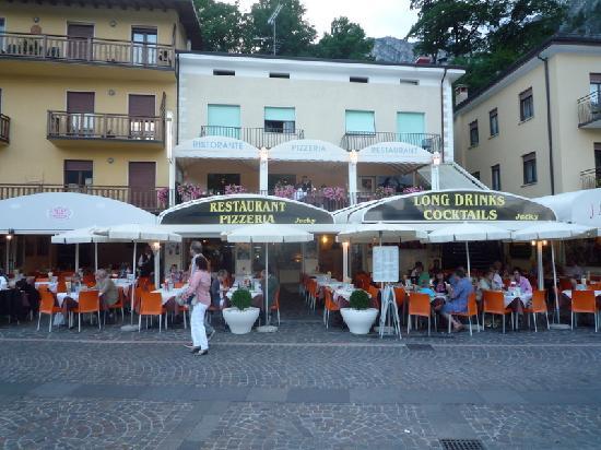 Hotel Garni Sole: Jacky's restaurant next door