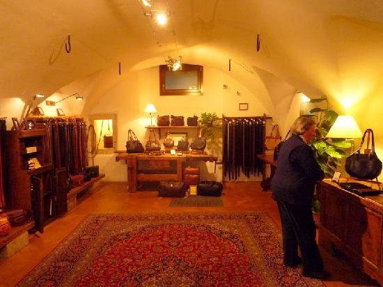 Hotel Garni Sole: Leonardo Guizzetti's Leather Shop in Riva