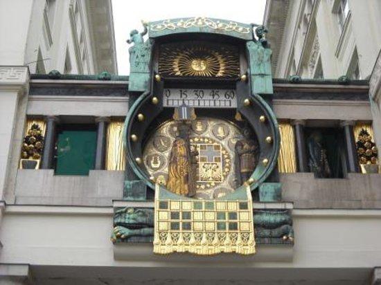 Anker Clock: 有名なからくり時計はいかが!
