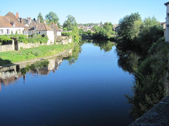 Montmorillon, França: la guartempe  vue  de la  créperie