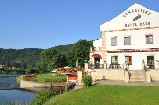 Romantic Hotel Mlyn Karlstejn : The hotel as one drives in - a great first impression.