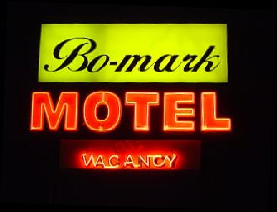 Bo-Mark Motel: Bo-Mark sign