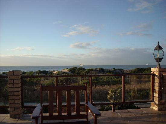 Bluewater Beachfront Guest House : The view from our patio