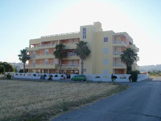 Estia Beach Hotel: La struttura vista dal mare