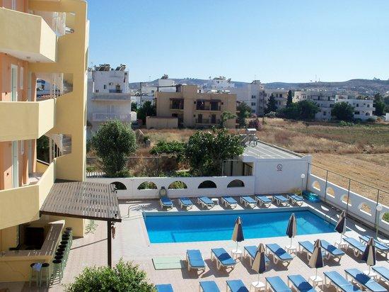 Estia Beach Hotel: La piscina