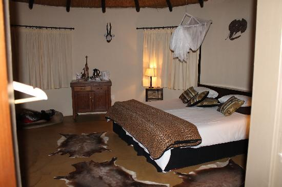 Leopards View Game Lodge: Giraffe Room