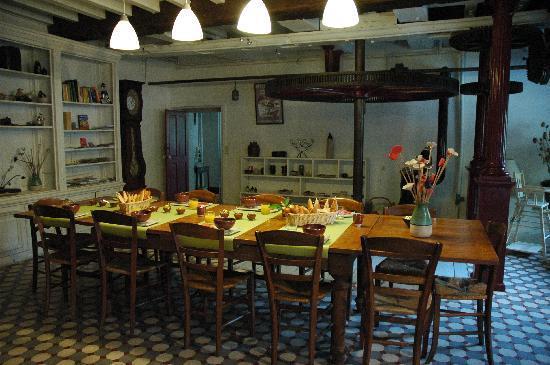 Noyers-sur-Serein, ฝรั่งเศส: la salle à manger