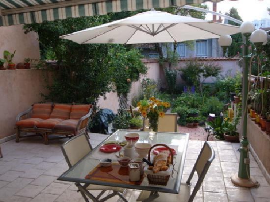 Des Toits en Ville : La terrasse du petit déjeuner