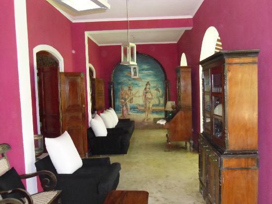 Amor Villa : main parlor