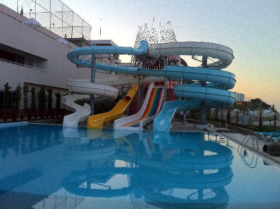 Orange County Resort Hotel Alanya: Waterslides!