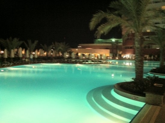 Orange County Resort Hotel Alanya: Pool at night
