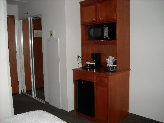 Hilton Garden Inn Houston/The Woodlands: Nice to see a microwave