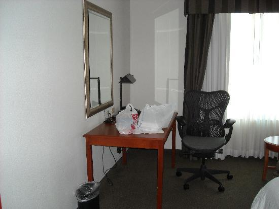 Hilton Garden Inn Houston/The Woodlands: Desk