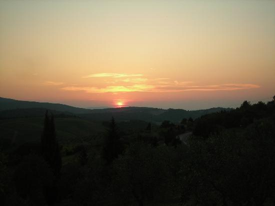 L'Aia Country Holidays: Watching the Tuscan sun-set