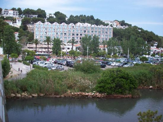 Hotel Cala Galdana & Villas d'Aljandar: Hotel from across the bridge over canal