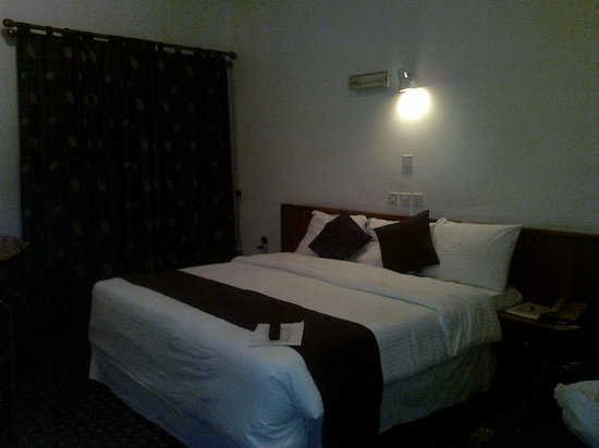 Reiz Continental Hotel: Room