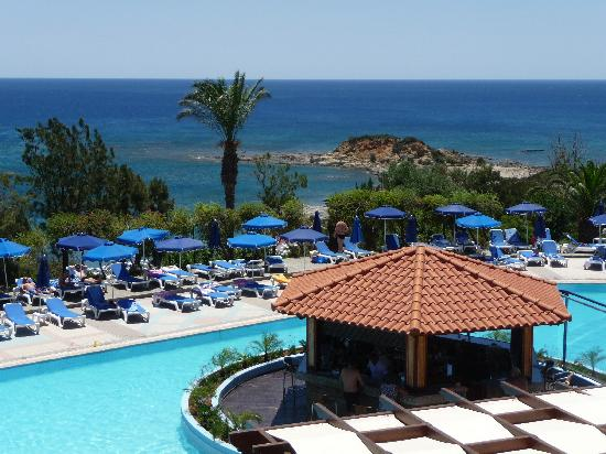 Rodos Princess Beach Hotel: vu pris devant le restaurant principale