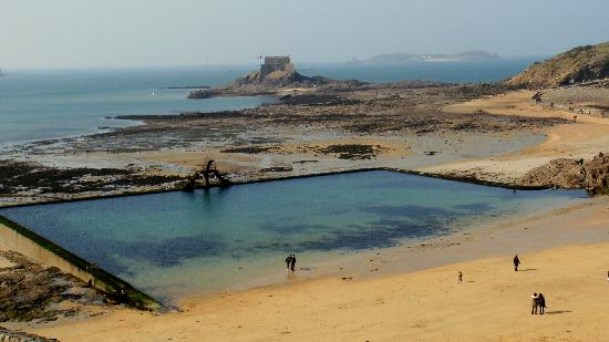 Saint-Malo, França: Maravillosa piscina