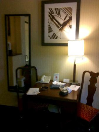 Comfort Suites Buffalo : table and chairs