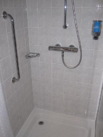 Holiday Inn Express Bath: bathroom