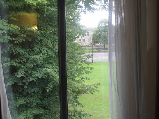 Holiday Inn Express Bath: view from 3rd floor into nice stately mansion and garden behind