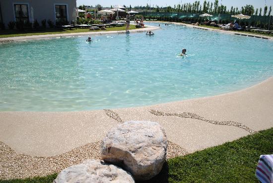 Hotel Parchi del Garda: Piscina gigante