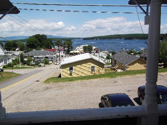 Lakeview House & Cottages: The view from the porch!