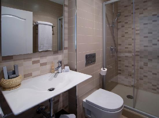 Blanc Guesthouse: Baño doble matrimonial